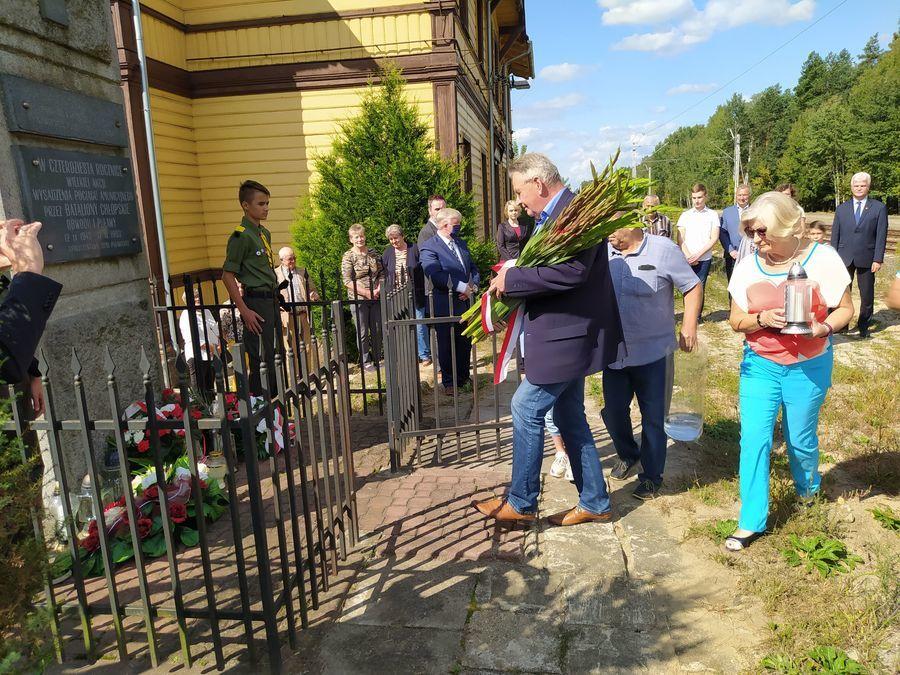 Uroczystość z okazji 77. rocznicy akcji wysadzenia pociągu amunicyjnego pod Gołębiem.