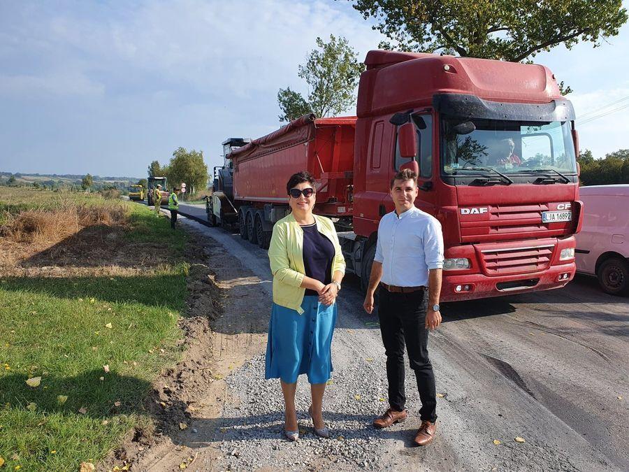 Robocza wizyta na placu budowy drogi powiatowej nr 2552L Wąwolnica - Poniatowa.