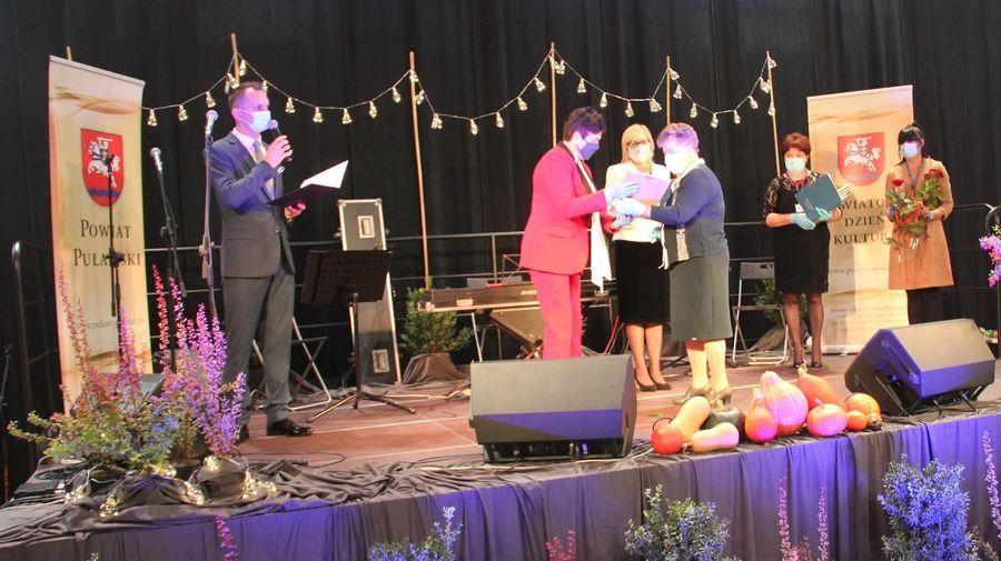 Laureatka Nagrody Starosty Puławskiego w dziedzinie kultury Teresa Jadwiga Mizura