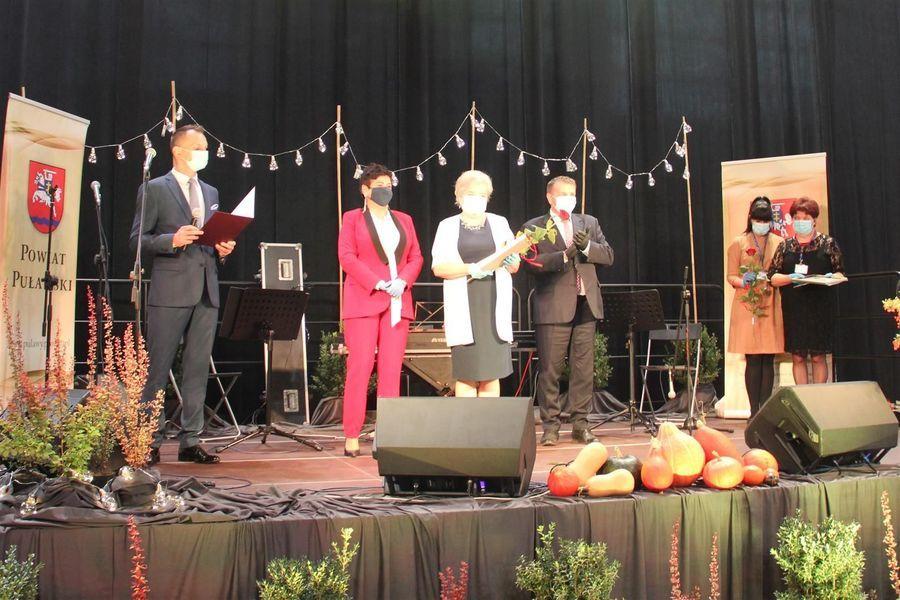 Laureatka Nagrody Starosty Puławskiego w dziedzinie kultury Zofia Alina Kurpiel