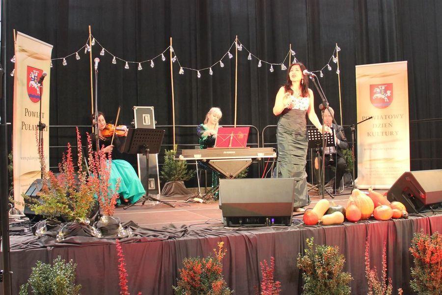 Mariola Zagojska z zespołem na 20. Powiatowym Dniu Kultury