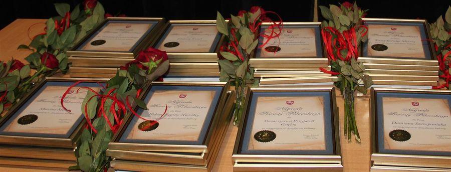 Dyplomy i róże dla Nagrodzonych w Dziedzinie Kultury 2020