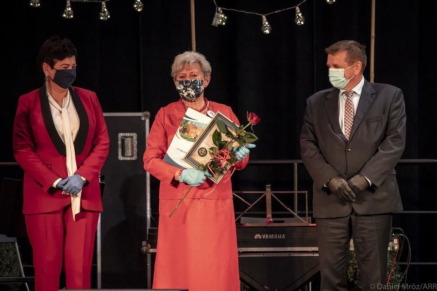 Przedstawicielka Stowarzyszenia Kobiety z Pasją Borowa-Skoki laureata Nagrody Starosty Puławskiego