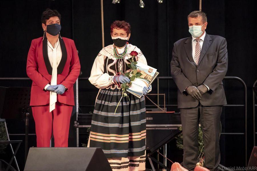 Laureatka Nagrody Starosty Puławskiego w dziedzinie kultury Elżbieta Kozak