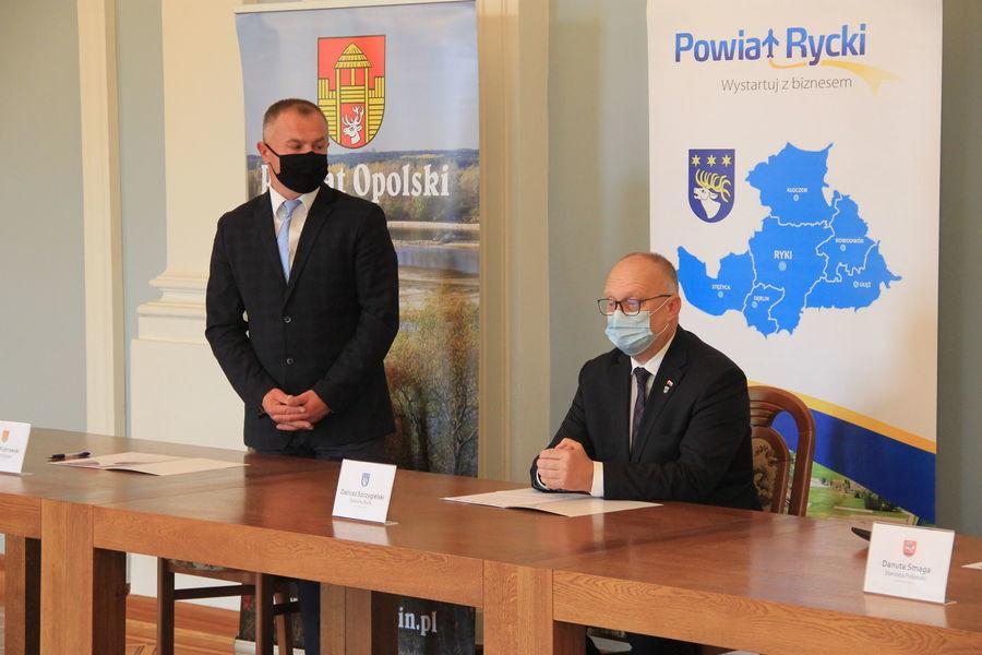 Starosta Opolski Dariusz Piotrowski oraz Starosta Rycki Dariusz Szczygielski.