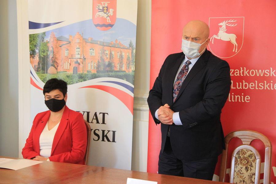 Starosta Puławski Danuta Smaga i Marszałek Jarosław Stawiarski.