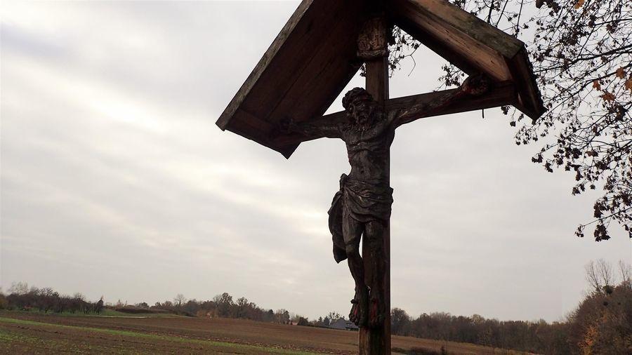 Przydrożny krzyż w Zbędowicach