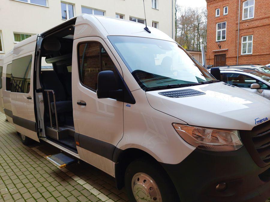 Nowy autobus dla Specjalnego Ośrodka Szkolno-Wychowawczego w Kęble