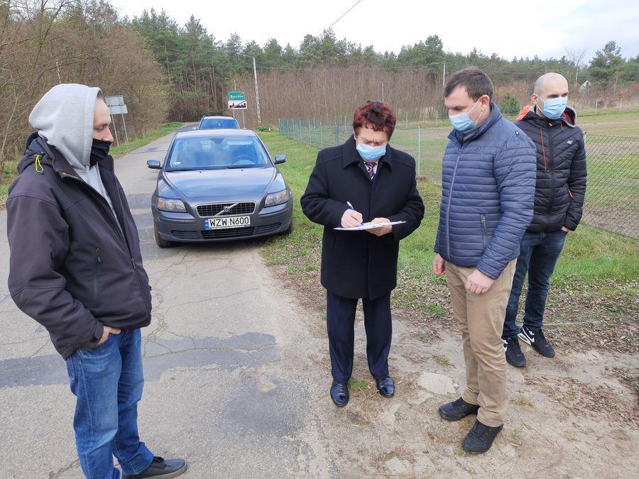 Przekazanie placu budowy na drodze powiatowej nr 2525L w Brześcach.