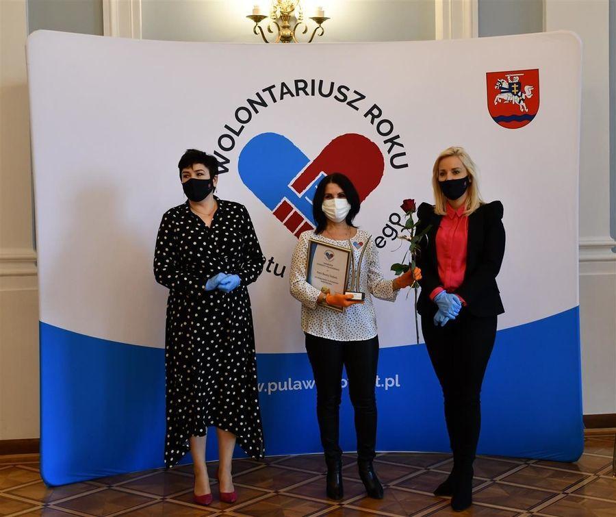 Starosta Danuta Smaga, laureatka Beata Dębek, przewodnicząca komisji Ilona Duda-Szalast