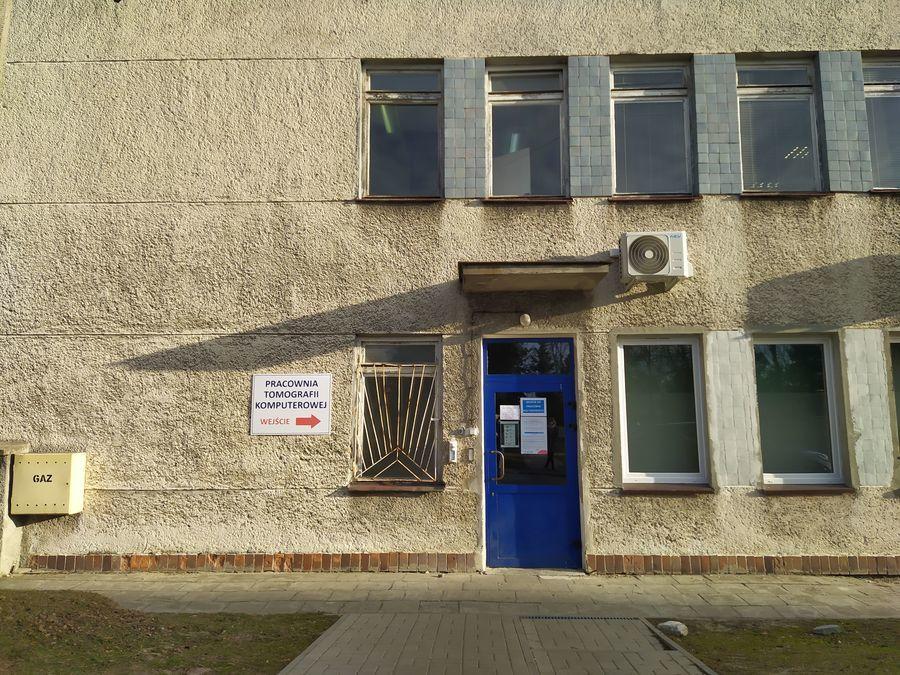 Wejście do Pracowni Tomografii Komputerowej SPZOZ w Puławach.