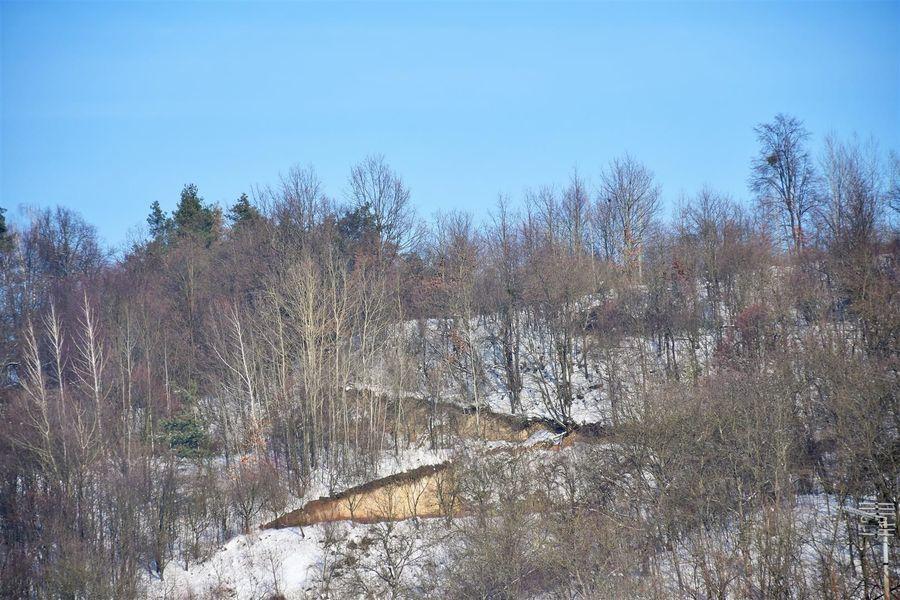 Widok na wąwozowe wzgórza