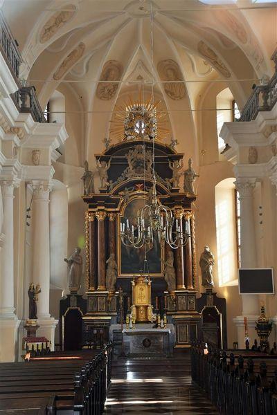 Wnętrze kościoła w Gołębiu