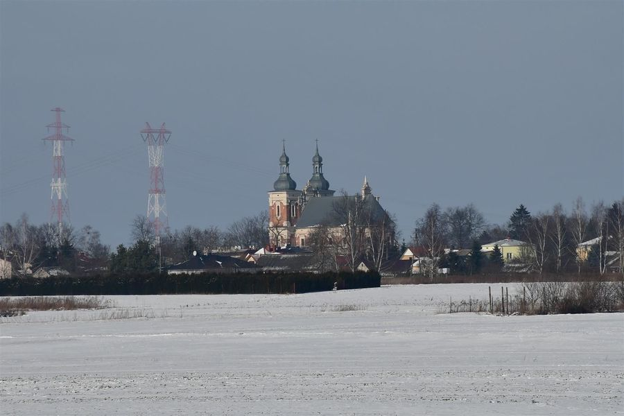 Kościół św. Floriana i św. Katarzyny w Gołębiu, widok z wałodrogi