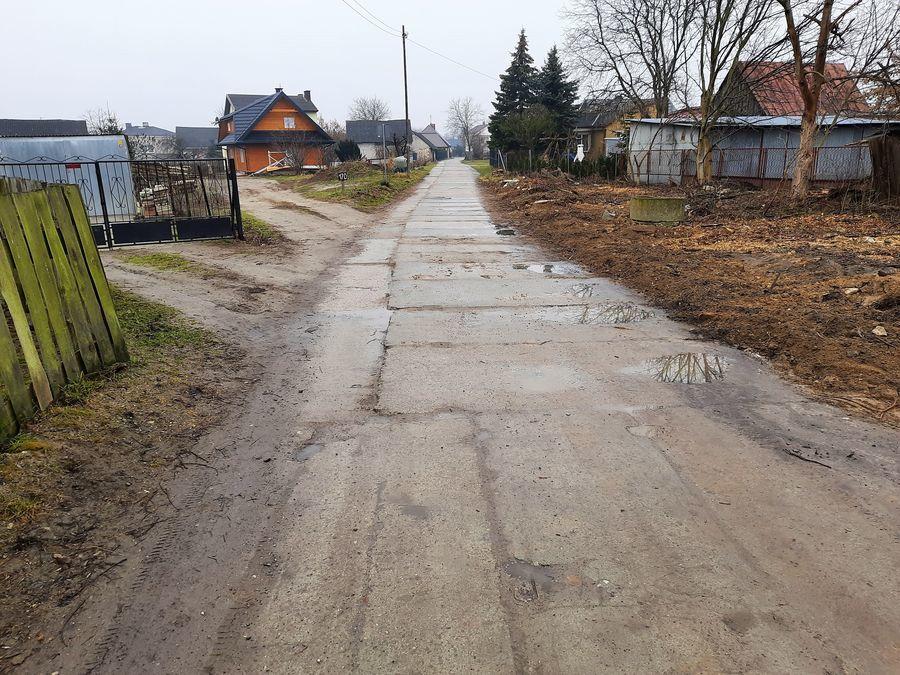 Fragment drogi powiatowej nr 2530L - ul. Piasecznica w Puławach.