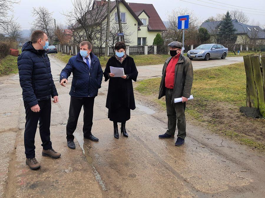 Robocze spotkanie zarządu powiatu i dyrektora PZD z projektantem.