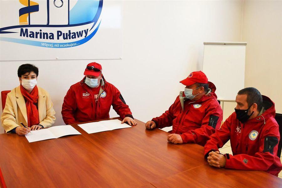 Podpisanie dokumentu o współpracy WOPR i puławskiego Starostwa