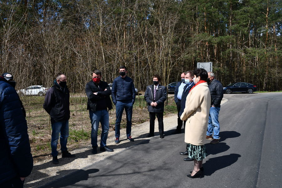 Zebrani przedstawiciele na przekazanie drogi