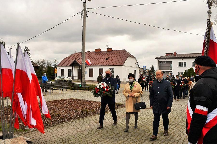 Wiązanka od Rady i Zarządu Powiatu Puławskiego