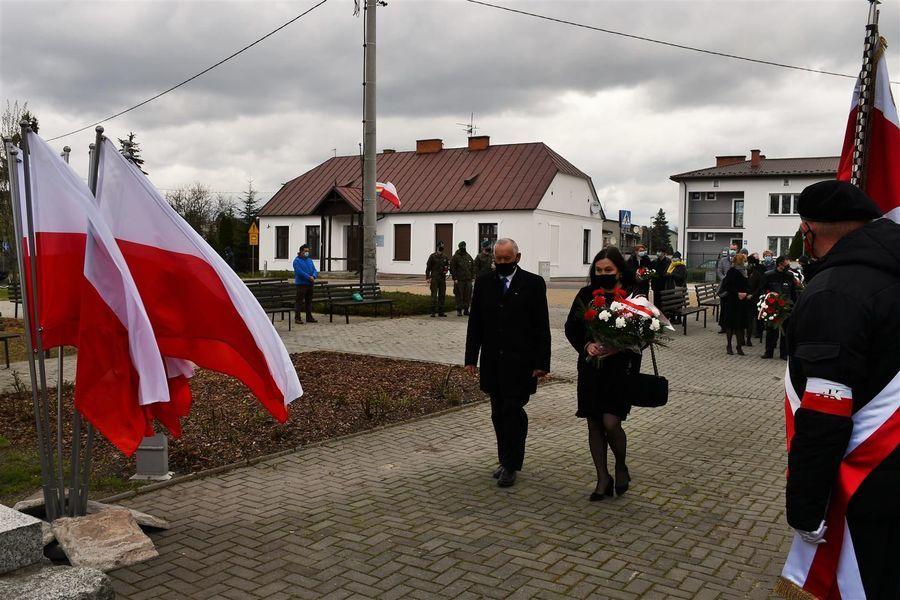 Wiązanka od Rady Miasta Puławy z przewodniczącą Bożeną Krygier na czele