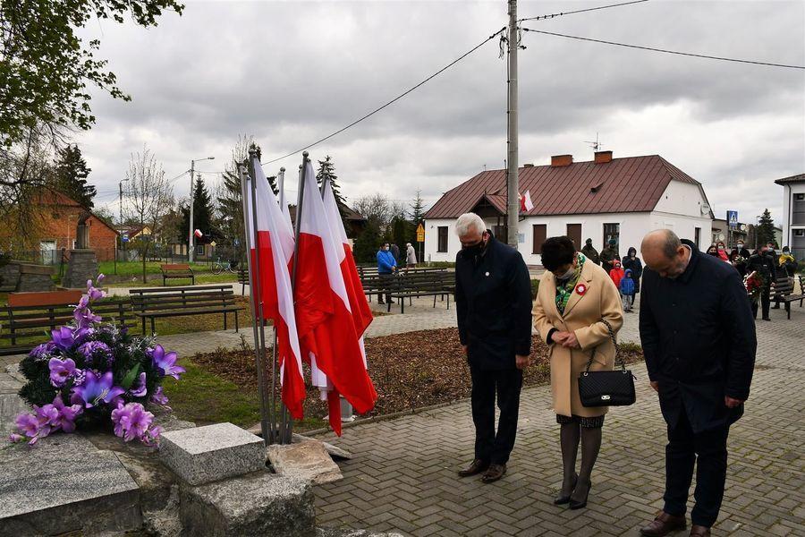 Wicestarosta Leszek Gorgol, starosta Danuta Smaga i przewodniczący Janusz Wawerski