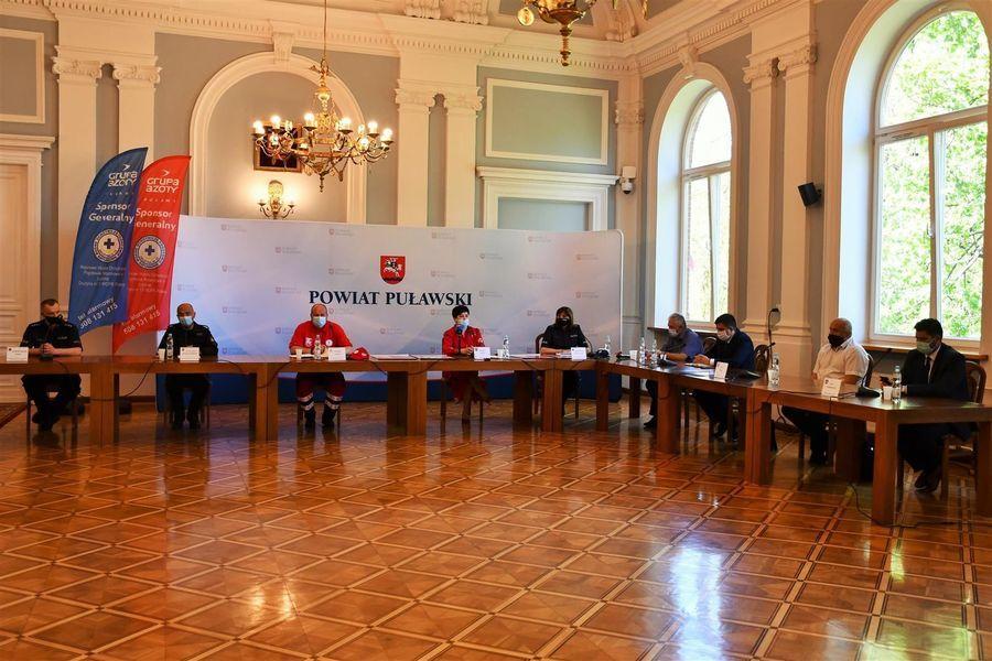 Konferencja prasowa w Sali Pompejańskiej puławskiego Starostwa