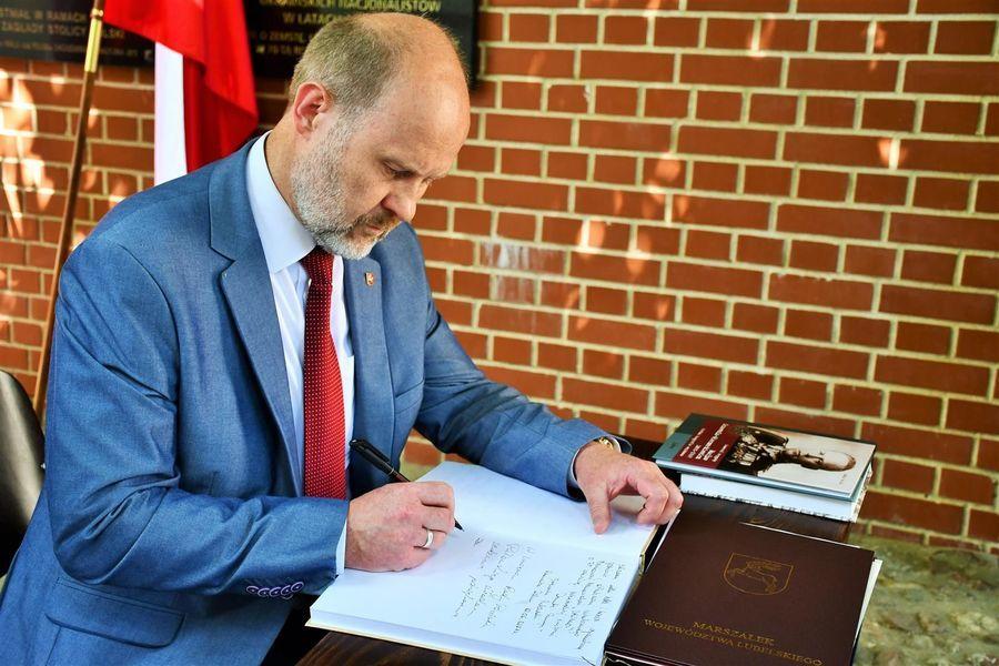 Wpis do księgi pamiątkowej - przewodniczący J. Wawerski