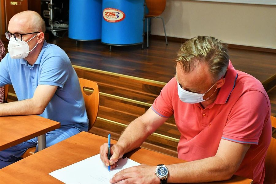 Podpisanie protokołu przekazania - wykonawca