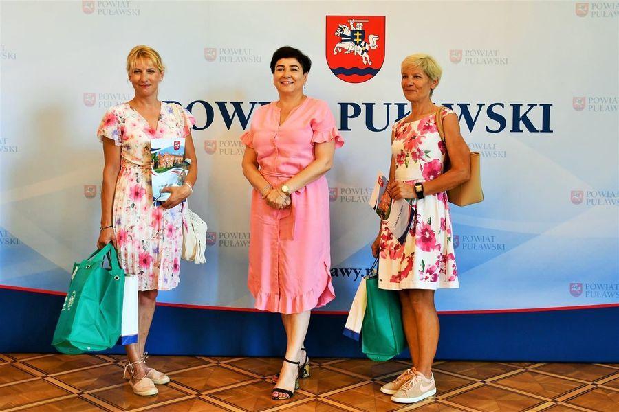 Puławskie laureatki Rowerowej Stolicy Polski ze starostą