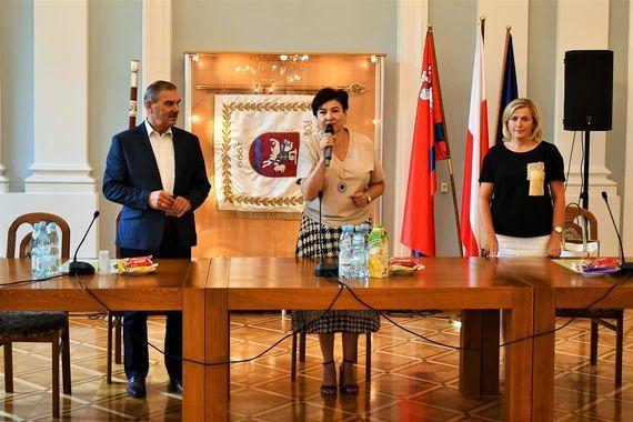 Burmistrz i seniorzy z Orzysza z wizytą w powiecie puławskim
