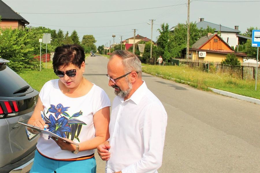 Przekazanie placu Przebudowa drogi powiatowej 2511L w Żerdzi - starosta D. Smaga i wójt A. Bujek