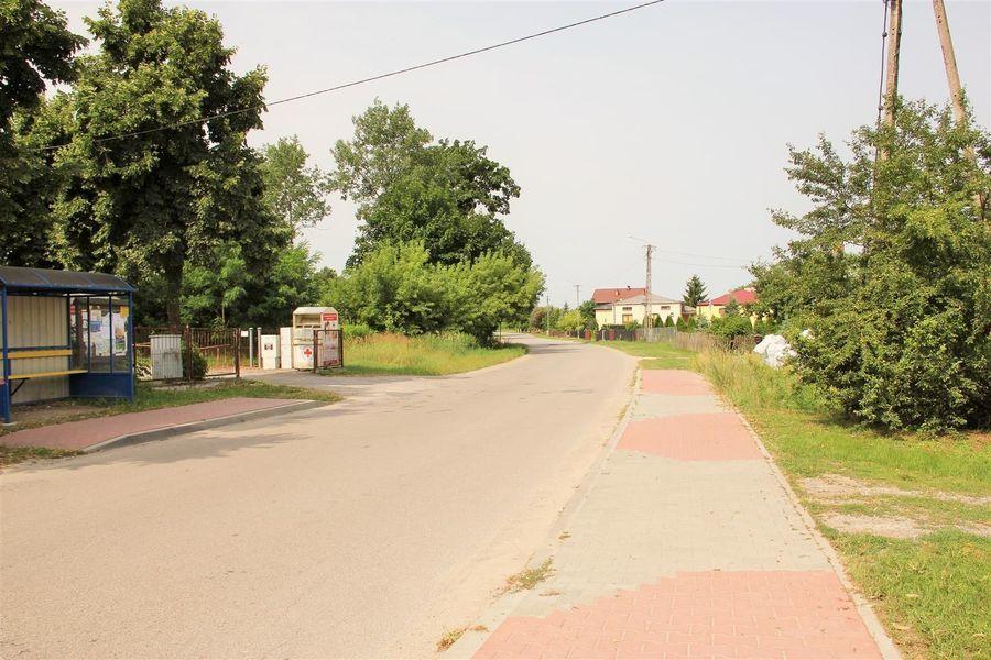 Budowa chodnika w Chrząchowie - przekazanie placu