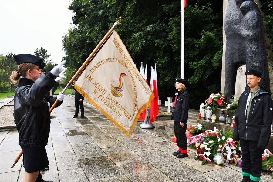 Poczet sztandarowy ZSZ Centralnego Związku Spółdzielczości Pracy