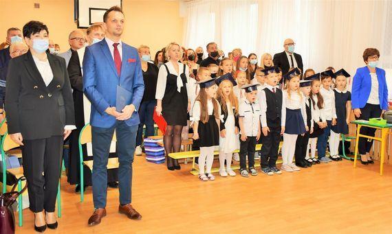Uroczystość nadania sztandaru Szkole Podstawowej w Zarzeczu