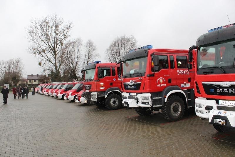 Uroczyste przekazanie sprzętu ratowniczego i pojazdów ratowniczo-gaśniczych dla jednostek OSP z tere