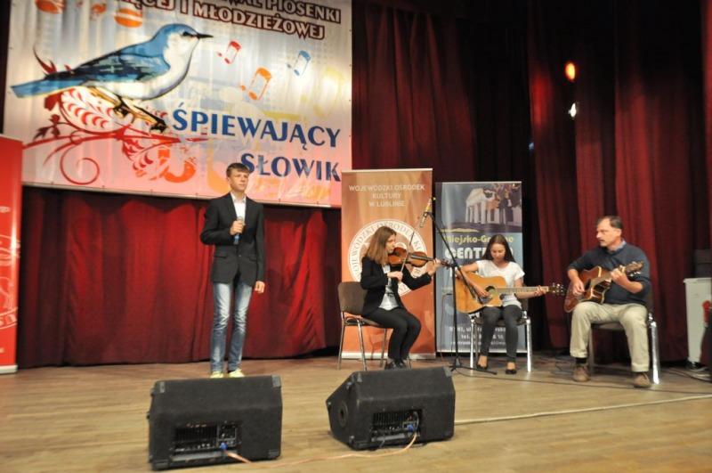 """Wojewódzki Festiwal Piosenki Dziecięcej i Młodzieżowej """" Śpiewający Słowik"""""""