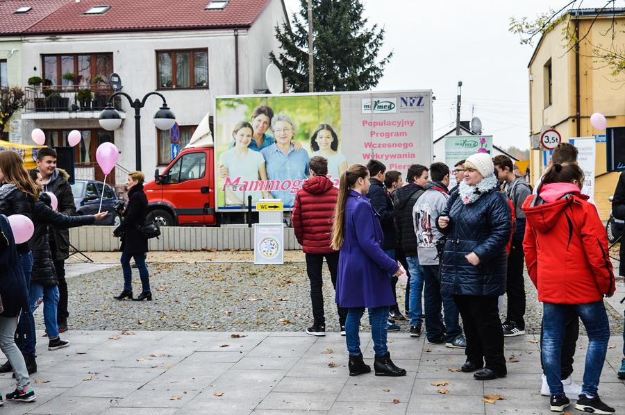 """""""Różowa Wstążka"""" na Rynku Starym w Rykach"""