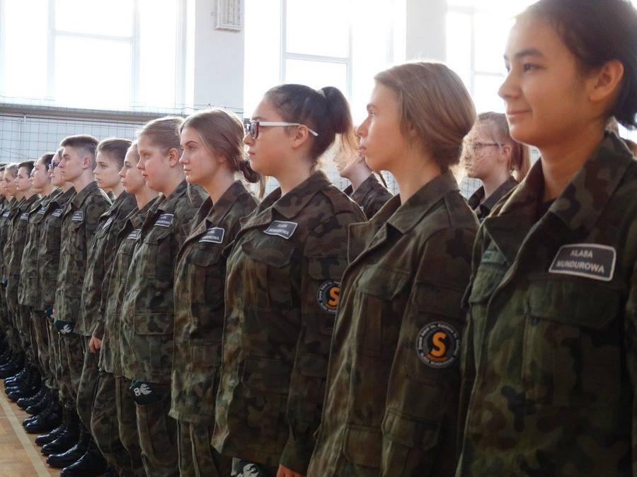 Pożegnalna wizyta Komendanta Powiatowego Policji w ZS w Sobieszynie