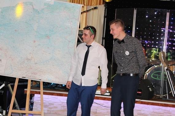 Maturzyści z ZSZ nr 2 w Dęblinie zatańczyli poloneza
