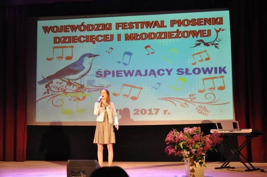 """Finał Wojewódzkiego Festiwalu Piosenki Dziecięcej I Młodzieżowej """"Śpiewający Słowik"""" W minioną środę"""