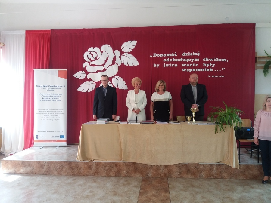 <p>Zakończenie roku szkolnego - maturzyści ZSZ 1 Dęblin</p>