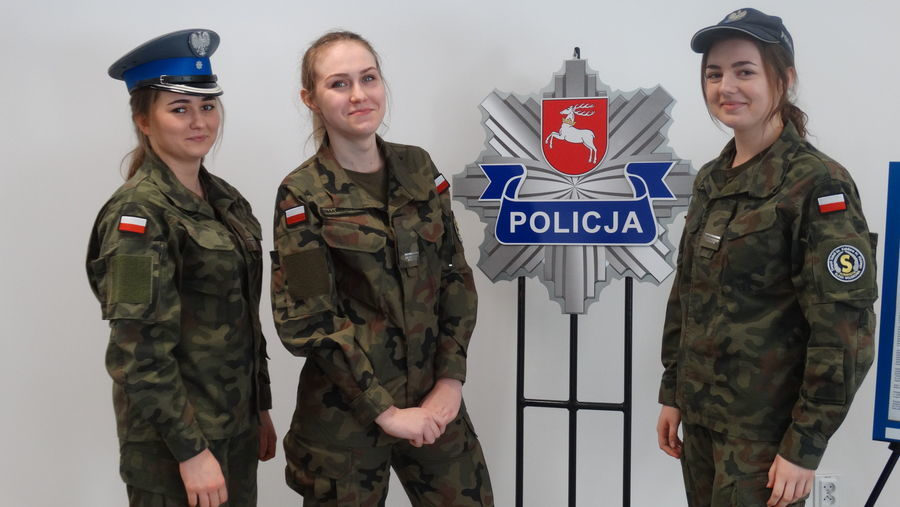 Policjanci w służbie historii