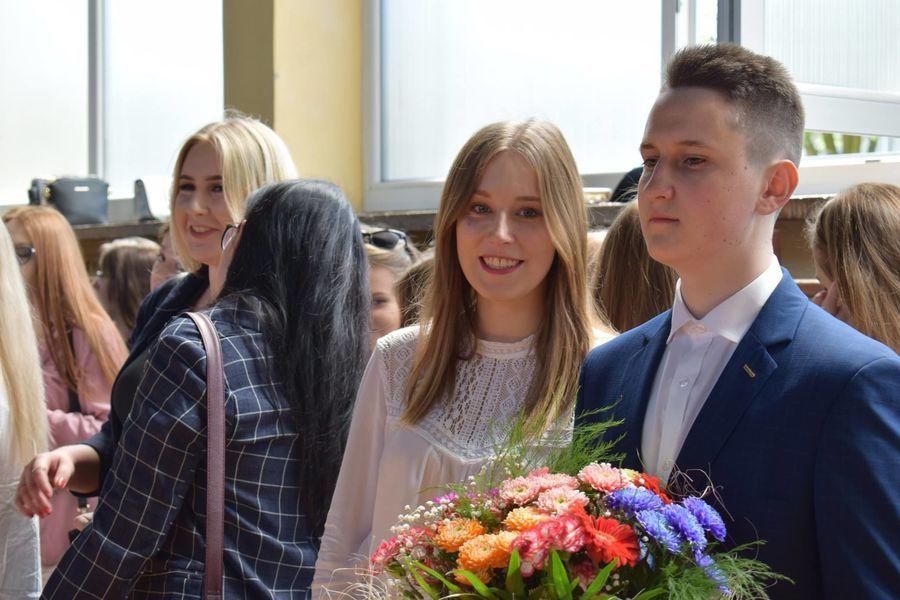 Zakończenie szkoły przez maturzystów w ZSZ nr 2 w Rykach