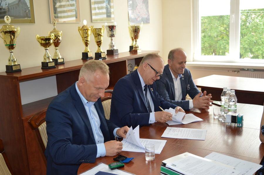 """Podpisanie umów na realizację projektu pn. """"Termomodernizacja budynków użyteczności publicznej stanowiących własność Powiatu Ryckiego"""""""
