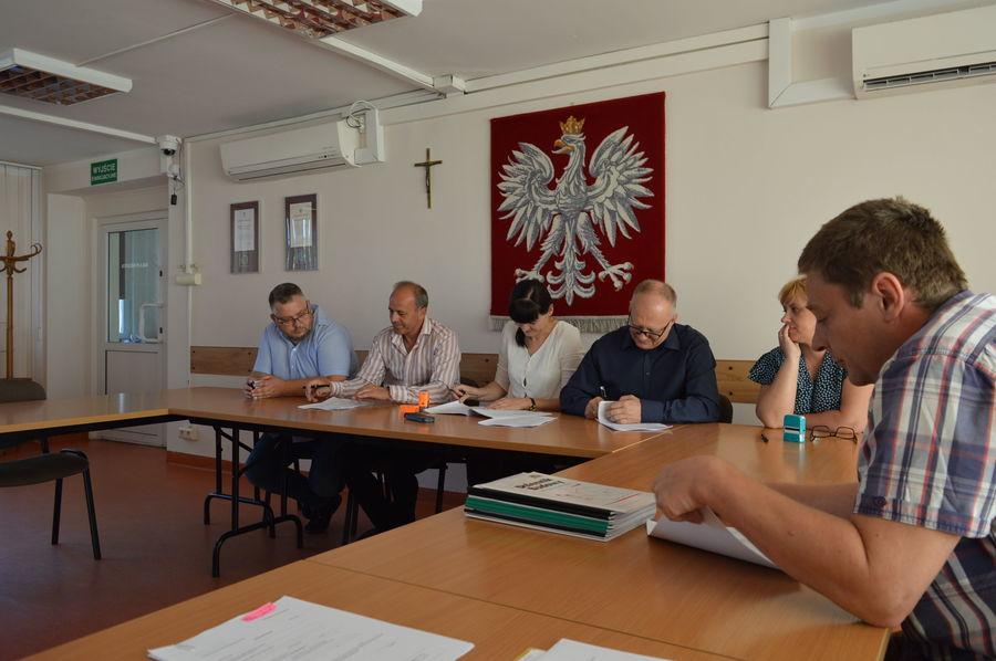 """Podpisanie umów na realizację  projektu pn """"Termomodernizacja budynków użyteczności publicznej stanowiących własność Powiatu Ryckiego"""" - termomodernizacja budynku szkoły ZSZ Nr 1 w Rykach"""