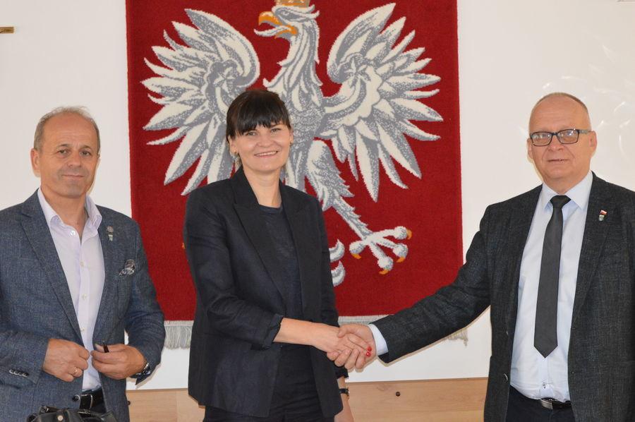 """Podpisanie umów na realizację  projektu pn """"Termomodernizacja budynków użyteczności publicznej stanowiących własność Powiatu Ryckiego"""" - Dęblin"""