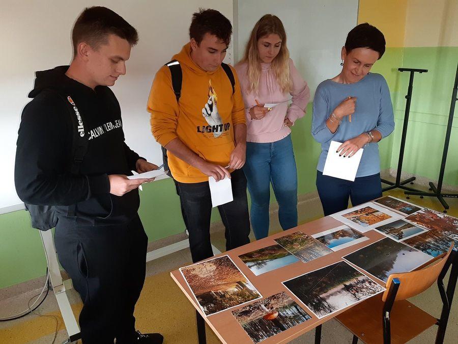 """Szkolny konkurs fotograficzny """"Jesień w obiektywie"""" w ZSZ nr 2"""