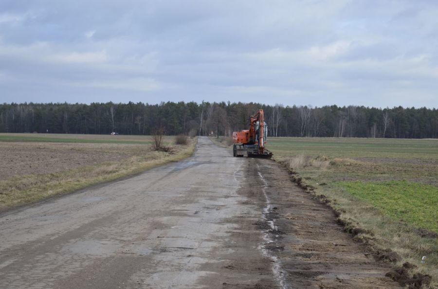 Ruszyły roboty budowalne na drogach powiatowych nr 1425L oraz 1426L