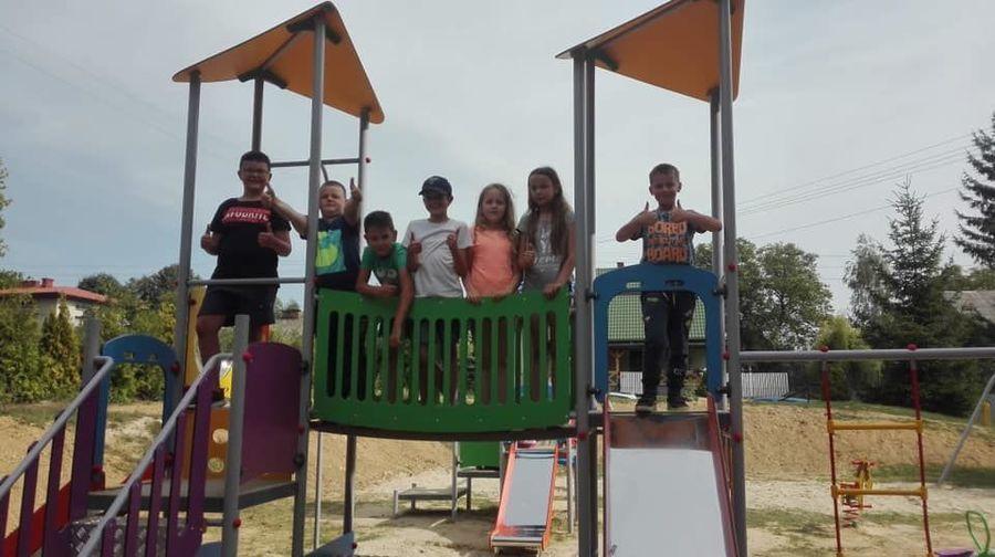 Nowy plac zabaw w Karmanowicach