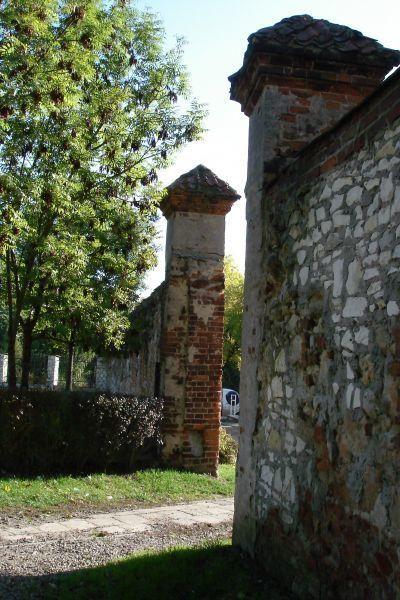 Mur przy wieży